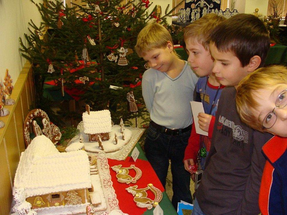 Výstava vánočních výrobků s ukázkami lidových řemesel ve Středisku volného času Atlas a Bios v Přerově