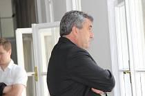 U Okresního soudu v Přerově pokračovalo ve středu 7. září hlavní líčení s obžalovaným strážníkem, který loni v lednu u baru Lumír zastřelil třiadvacetiletého mladíka. Přišel pouze jeho obhájce.