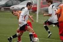 Fotbalisté Hranic (v bíločerné)