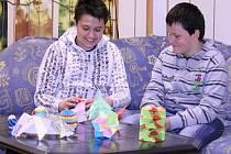 Stanislav Přikryl a Milan Zatloukal ze šesté třídy Základní školy v Palackého ulici však umí z papíru vykouzlit neuvěřitelné věci