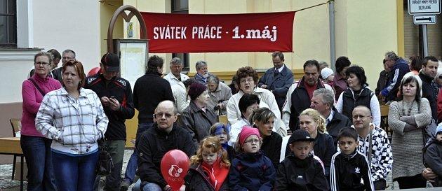 Na Horním náměstí v Přerově se 1. května sešly na tři stovky sympatizantů KSČM u příležitosti Svátku práce.