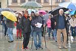 Na dvě stovky lidí přišly v úterý vpodvečer na Masarykovo náměstí v Přerově, aby podpořili celorepublikový protest za nezávislost justice, který organizuje spolek Milion chvilek pro demokracii.