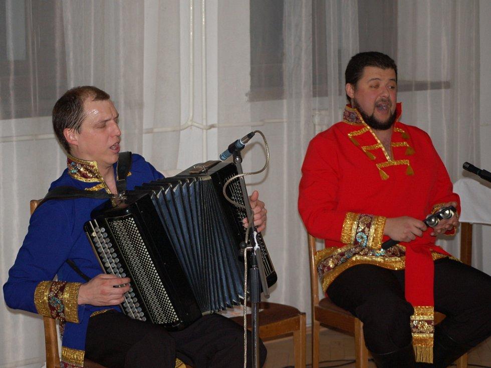 Kozácké zpěvy v podání ruského dua Volnij Don zazněly v přerovském klubu Teplo