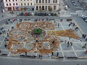 Strom z listí, šišek, dýní, jablek, kukuřic i kaštanů vznikl ve středu na přerovském náměstí T.G. Masaryka.