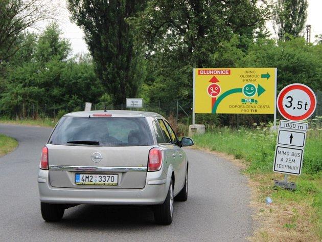 Objížďka pro kamiony u Dluhonic