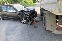 Dvě vozidla se srazila v pondělí ráno na křižovatce z Brodku u Prostějova do Drysic.