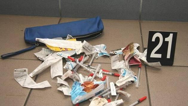 Přerovští kriminalisté zadrželi v minulých dnech pět výrobců a distributorů drog - (zajištěné předměty)