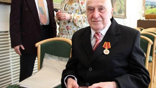 Vojtěch Obrtel získal letos Medaili k 70. výročí ukončení války