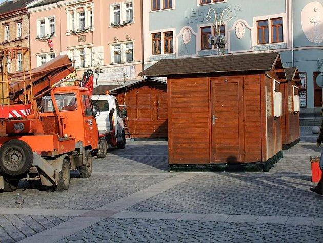 Příprava vánočního jarmarku na náměstí TGM v Přerově