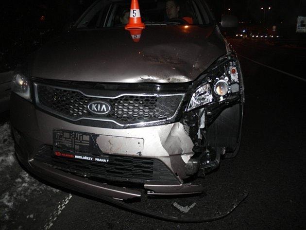 Nehoda autobusu a auta v Předmostí, kvůli ztrátě kola