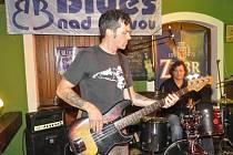 Hvězdou prvního ročníku festivalu Blues nad Bečvou byla americká skupina Dave Herrero & The Hero Brothers Band, která zahrála v pátek večer v přerovské restauraci Pivovar.