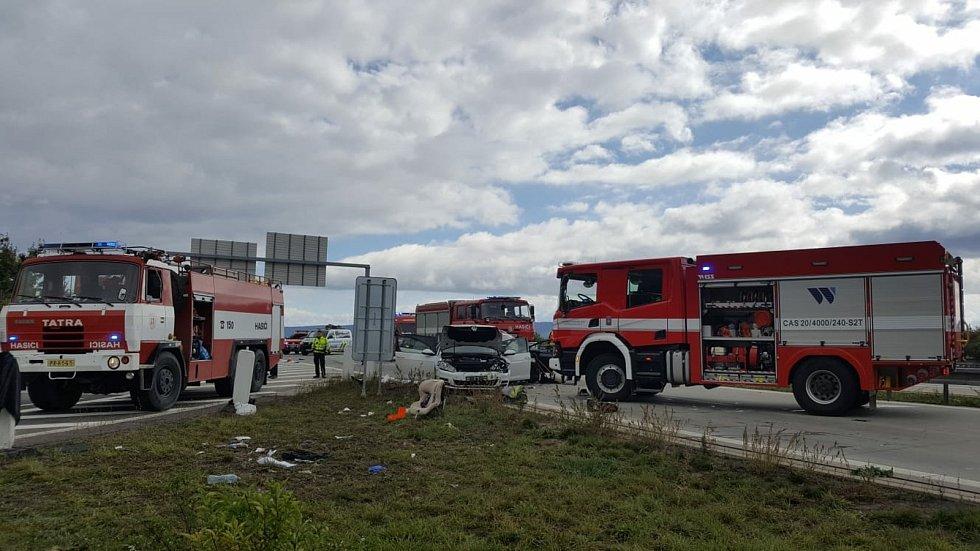 Srážka čtyř aut, při kterém se zranilo sedm osob,  na dálnici D1 u Lipníku nad Bečvou