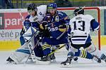 Hokejisté Přerova (v modrém) proti AZ Residomo Havířov
