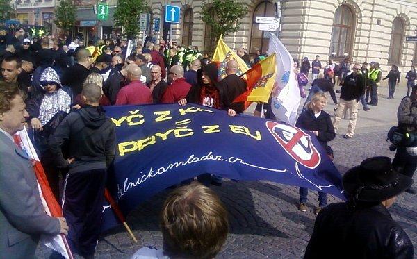 Příznivci DSSS pochodují Přerovem