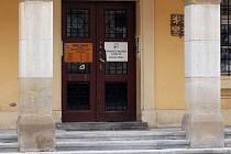 Vstup do budovy přerovského úřadu práce ve Smetanově ulici