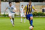 Fotbalisté Kozlovic (v pruhovaném) proti Šternberku (1:0). Ondřej Kyselák