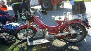 Tragická srážka malého motocyklu s náklaďákem u Horní Moštěnice