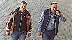 Policie pátrá po čtyřech mužích, kteří ukradli v obchodu s potravinami v Galerii Přerov alkohol.