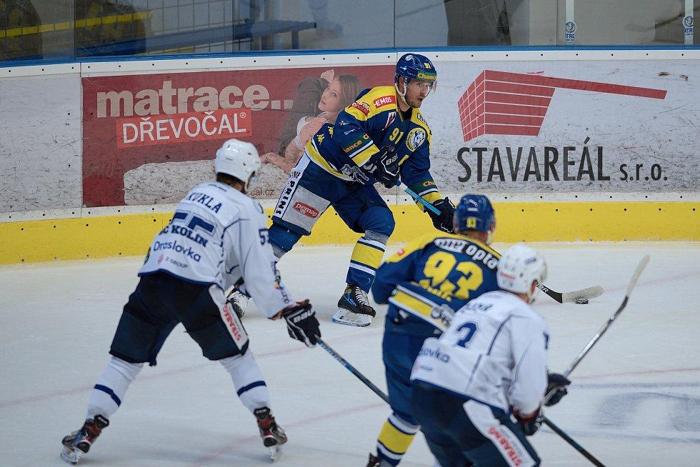 Hokejisté Přerova (v modrém) proti Kolínu.