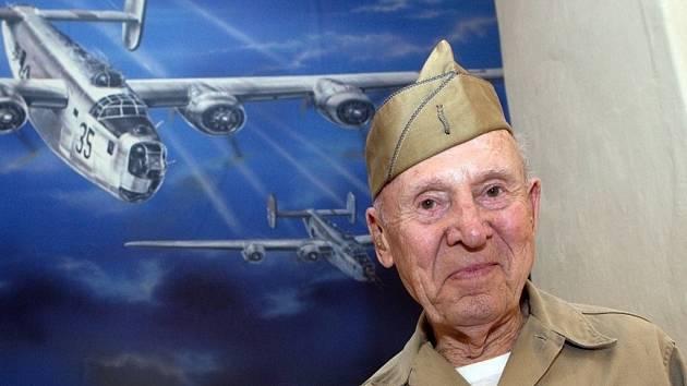 Hjalmar Johansson, přímý účastník největší letecké bitvy konce druhé světové války, která se odehrála 17. prosince 1944