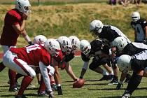 Přerovský celek amerického fotbalu Mammoths (v červeném)