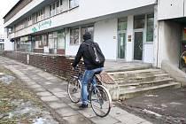 Chodníky a schodiště u střediska na Kopaninách v Přerově jsou v dezolátním stavu. Město je hodlá opravit.