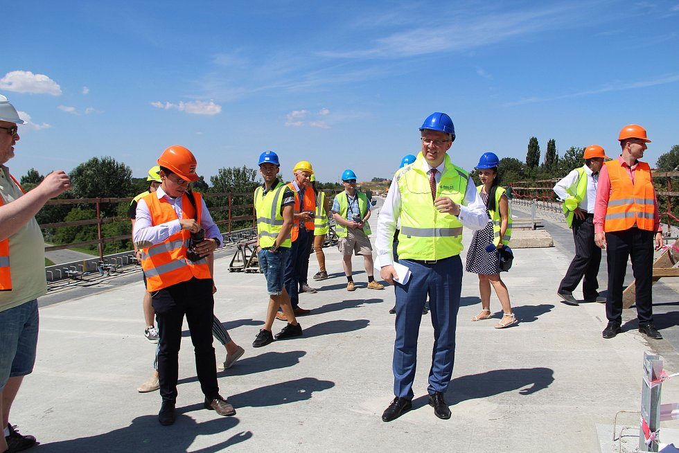 Ministr dopravy Karel Havlíček si přijel prohlédnout, jak postupují klíčové dopravní stavby v Přerově. 30.7.2020