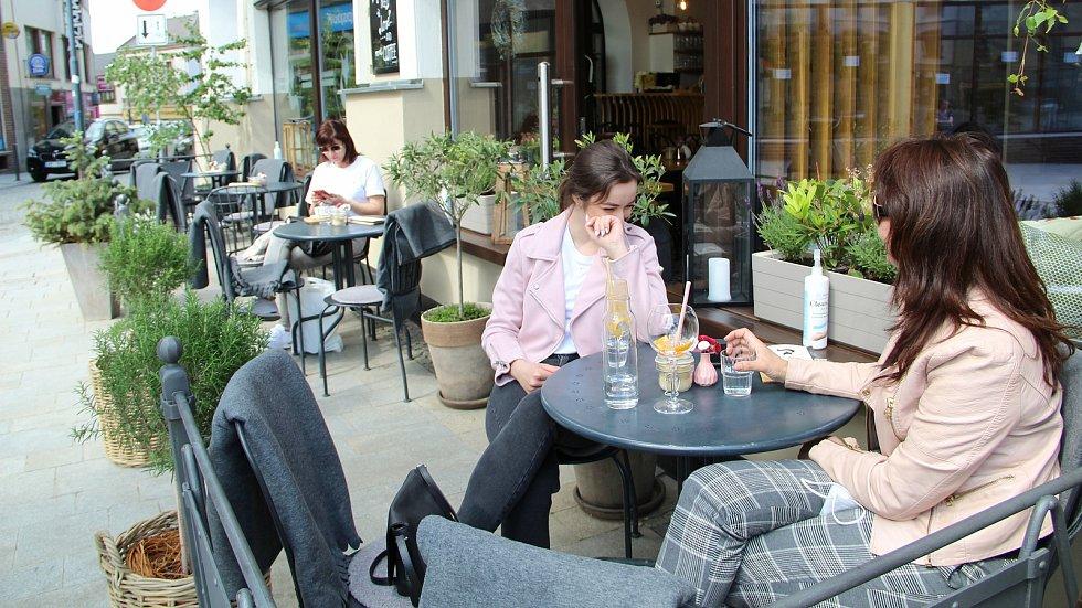 Přerovské restaurace a kavárny otevřely v pondělí 31. května i vnitřní prostory