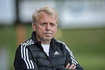 Fotbalisté Kozlovic (ve žlutém) proti Tatranu Všechovice. Petr Zatloukal