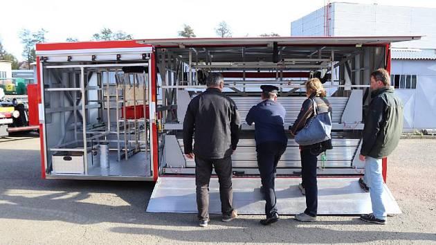 Nový kontejner na protipovodňové zábrany, které mají ochránit přerovské nábřeží před rozlitím Beč