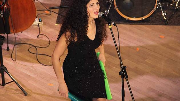 Kanadská pianistka a zpěvačka Laila Biali. Na přerovském jazzovém festivalu ji doprovodili kontrabasista George Koller a bubeník Jim Doxas