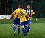 Fotbalisté Kozlovic (v pruhovaném) proti SK Hranice (2:1).