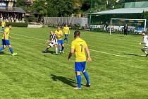 Kozlovice (ve žlutém) v MOL Cupu vyhrály 4:0.