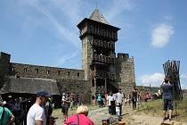 Helfštýnská pouť nabídla divadlo, středověký jarmark, bohoslužbu i kinematograf. Součástí programu byl středověký jarmark.