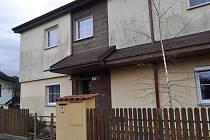 Dům v ulici U Žebračky, ve kterém bydlí Pavel Nárožný, v úterý prohledávali policisté.