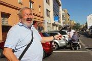 Květoslav Bartošík z Přerova prožil srpnovou okupaci v roce 1968 v ulicích města.  Ukazuje, kudy projížděla kolona ruských tanků.