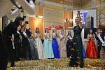 Tanečním vystoupením a slavnostním předáváním stužek studentům třídy 4. B přerovského Gymnázia Jakuba Škody odstartovala letošní nabitá plesová sezona v Městském domě.
