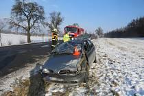 Dvaadvacetiletá řidička nepřizpůsobila jízdu namrzlé vozovce