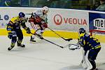 Přerovští hokejisté porazili v derby Prostějov (v bílém) 2:0