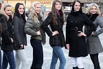Finalistky Miss Přerov pózovaly fotografům v centru města
