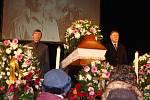 Před deseti lety odešla jedna legenda - 11. února 2009 zemřel zpěvák Pavel Novák. Do Městského domu v Přerově se s ním přišly rozloučit tisíce lidí a květiny, které mu lidé darovali, dlouho lemovaly cestičku od smuteční síně.