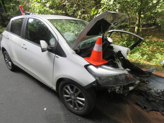K čelnímu střetu dvou aut došlo v pondělí před polednem na silnici u Žebračky.