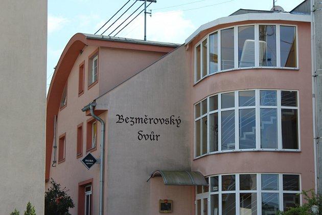 Brutální vražda servírky se odehrála 20. dubna 2017 v penzionu Bezměrovský dvůr v Bezměrově na Kroměřížsku