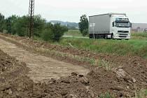 Cyklisté na Přerovsku se dočkají další cyklotrasy. Ta bude postavena mezi Radslavicemi a Grymovem do konce listopadu.