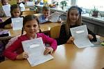 Své první vysvědčení dostali ve čtvrtek 31. ledna také prvňáci ze Základní školy Trávník v Přerově.