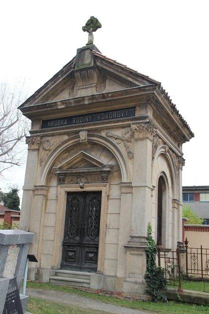 Nedaleko od Psotovy hrobky se nachází také hrobka rodiny Kokorovy.