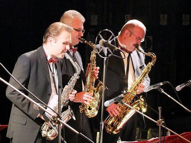 Tři generace muzikantů se sešly v sobotu večer na koncertě v Městském domě, kterým si připomnělo přerovské gymnázium Jakuba Škody 140. výročí od svého založení.