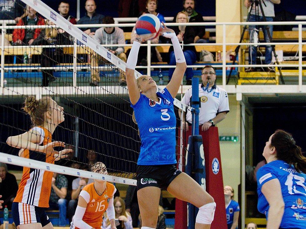 Volejbalistky Přerova (v modrém) proti Šternberku