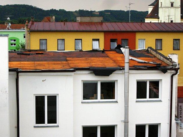 Silná bouřka a vítr způsobily na materiální škody.