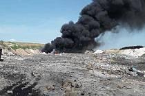 Požár skládky v Hradčanech.